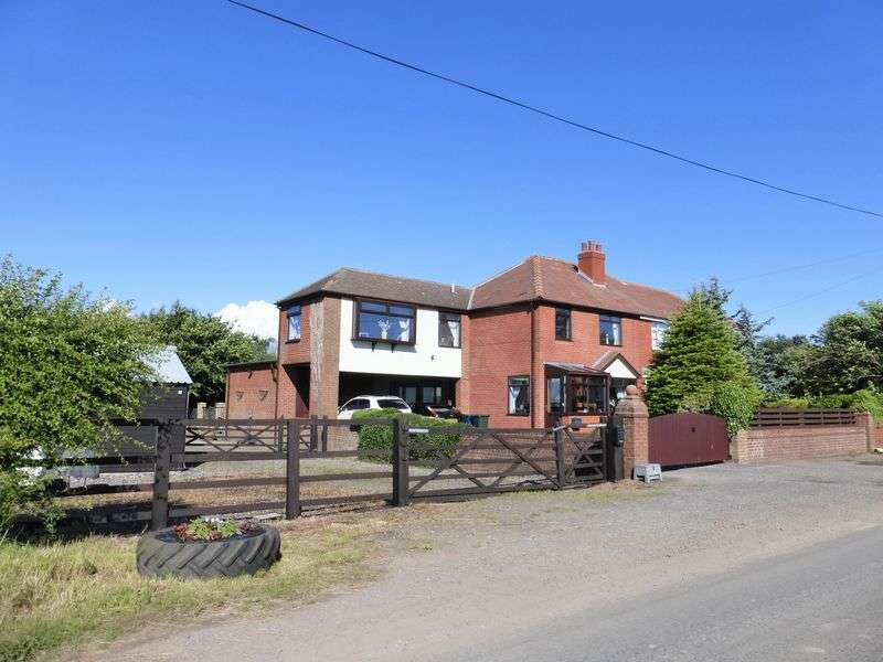 4 Bedrooms Semi Detached House for sale in Guide Road, Hesketh Bank, Preston