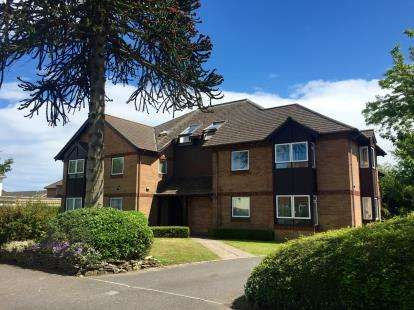 2 Bedrooms Flat for sale in 6 Wortley Road, Christchurch, Dorset