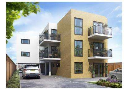 2 Bedrooms Flat for sale in Southend Arterial Court, Romford