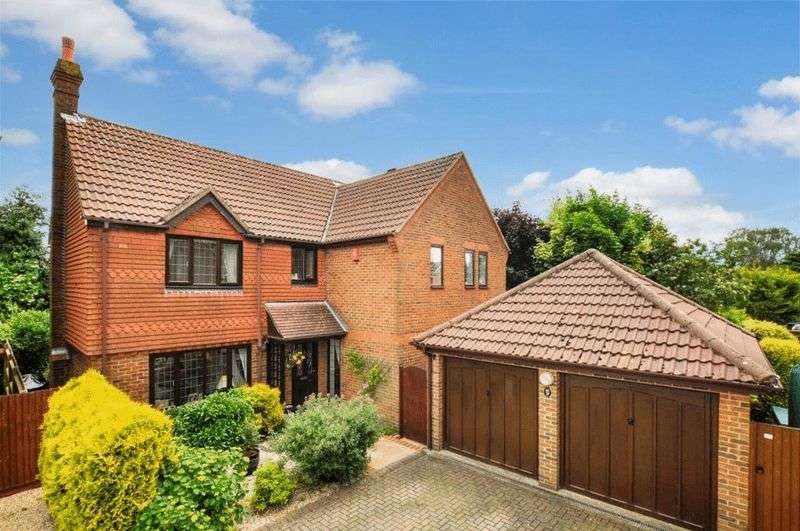 5 Bedrooms Detached House for sale in Holmer Green