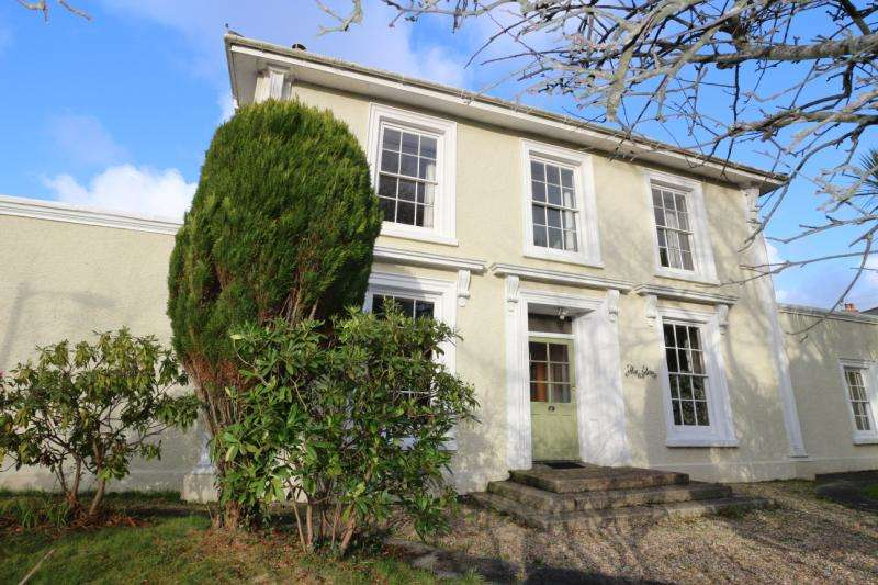 4 Bedrooms Detached House for sale in Trevu Road, Camborne, Cornwall