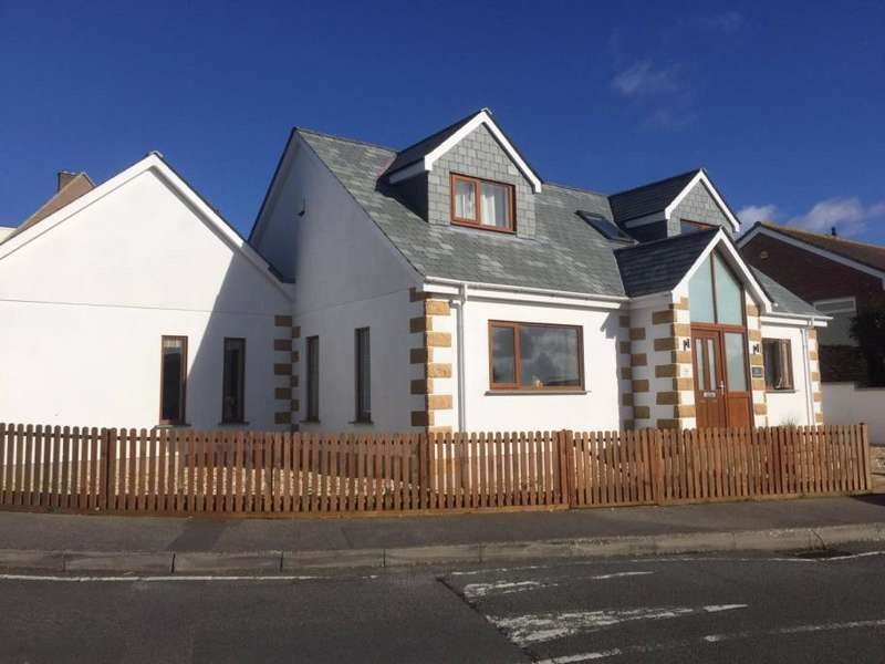 3 Bedrooms Detached House for sale in Trethewey Way, Newquay