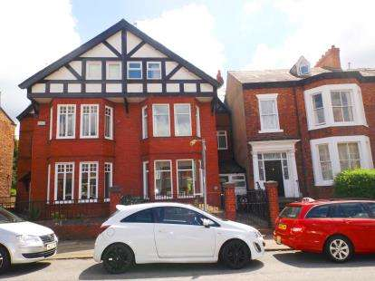 5 Bedrooms Semi Detached House for sale in Cleveland Terrace, Darlington