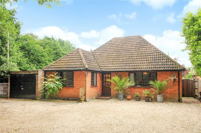 3 Bedrooms Detached Bungalow for sale in Reading Road, Blackwater, Camberley, Hampshire, GU17