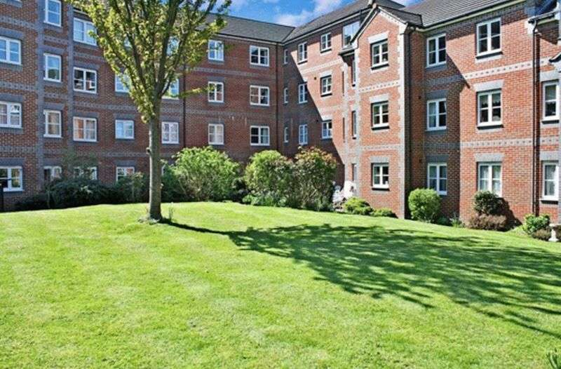 1 Bedroom Flat for sale in Paxton Court, Marvels Lane, SE12 9QQ