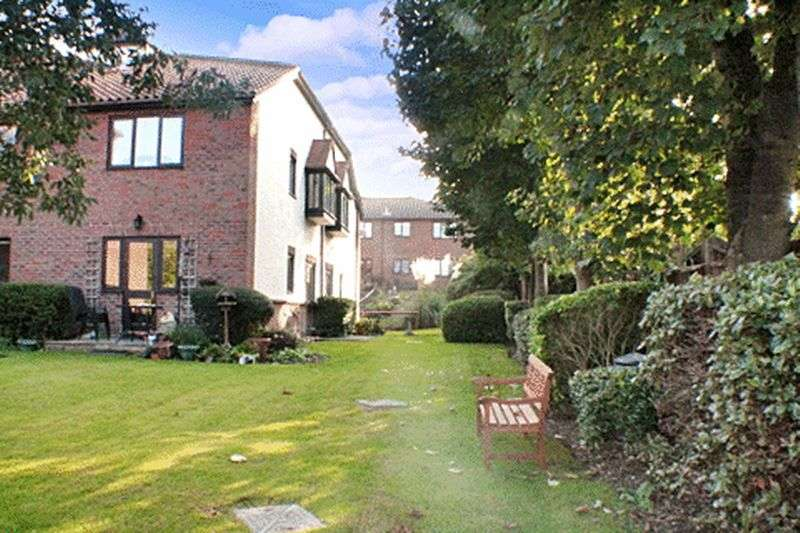 1 Bedroom Retirement Property for sale in Village Heights, Woodford Green, IG8 9QQ