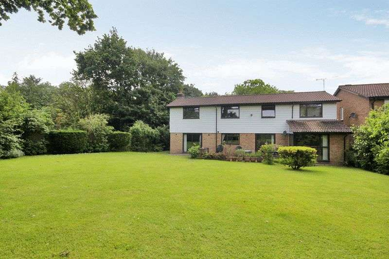6 Bedrooms Detached House for sale in Erica Way, Copthorne, West Sussex
