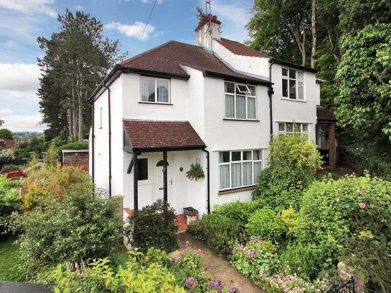 3 Bedrooms Semi Detached House for sale in Farningham Crescent, Caterham