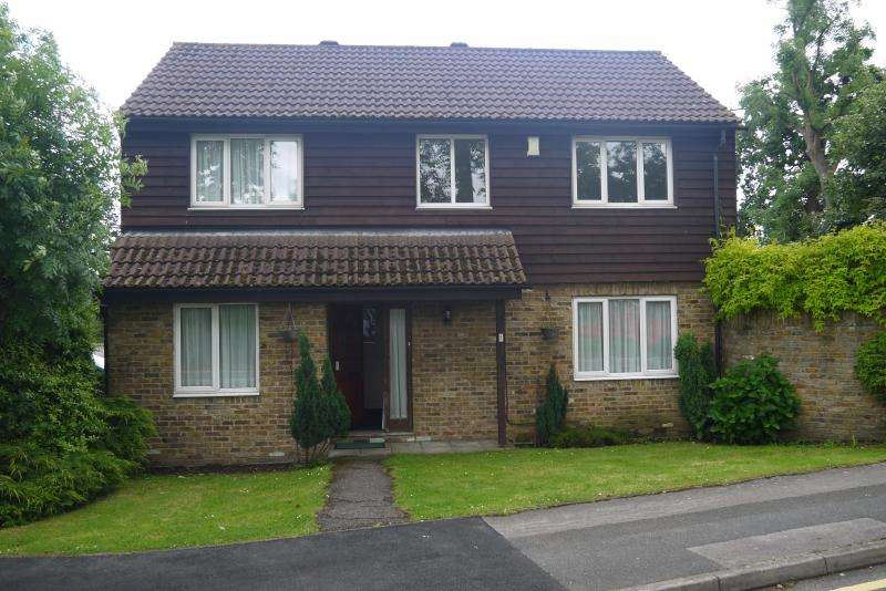 4 Bedrooms Detached House for sale in Langley Broom