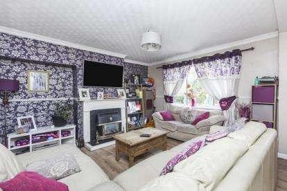 3 Bedrooms Terraced House for sale in Bryn Ogwen, Bangor, Gwynedd, LL57