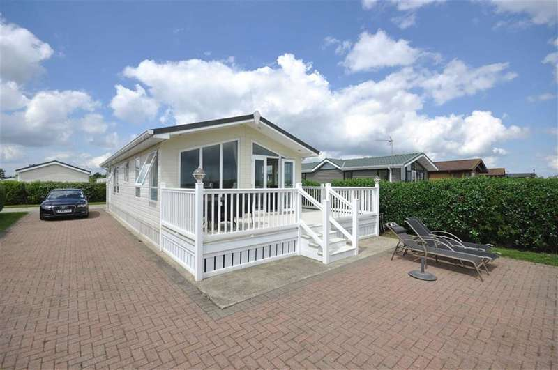 2 Bedrooms Property for sale in The Headlands, Far Grange, Skipsea, East Yorkshire