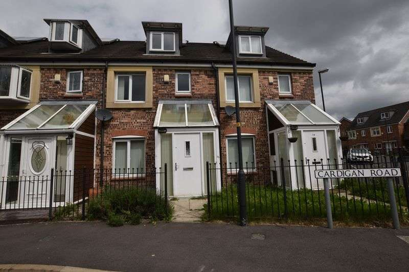 4 Bedrooms Terraced House for sale in Cardigan Road, Oldham