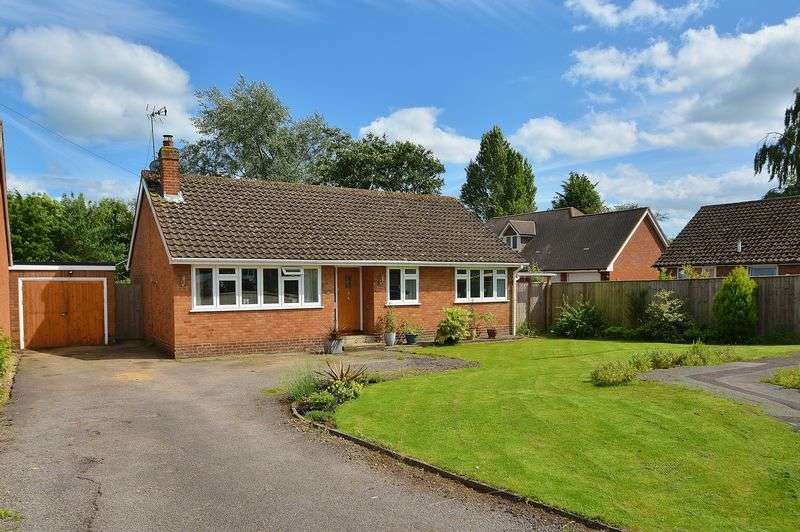 3 Bedrooms Detached Bungalow for sale in Golders Close, Ickford