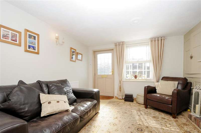 3 Bedrooms End Of Terrace House for sale in Old Road, East Peckham, Tonbridge, Kent