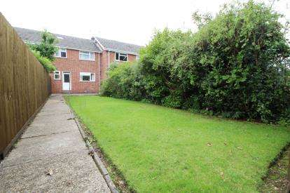 3 Bedrooms Terraced House for sale in Broadstone, Dorset