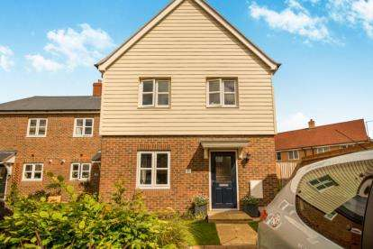 3 Bedrooms End Of Terrace House for sale in Morello Close, Aylesbury, Buckinghamshire