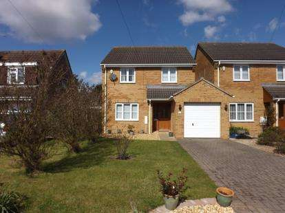 Detached House for sale in Knapp Road, Thornbury, Bristol, Gloucestershire