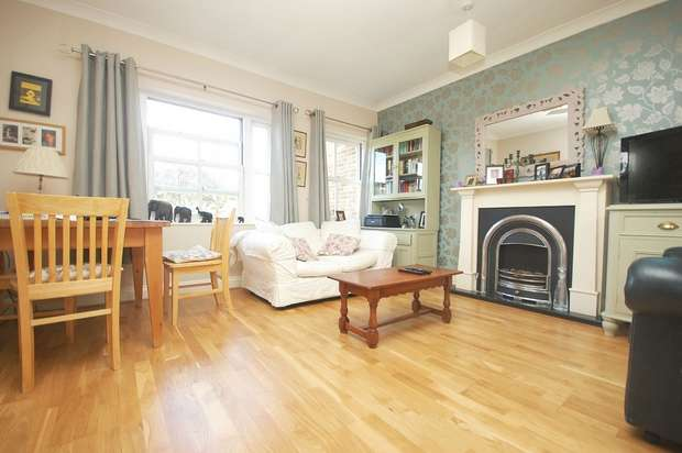 2 Bedrooms Flat for sale in Tudor Road, Hampton