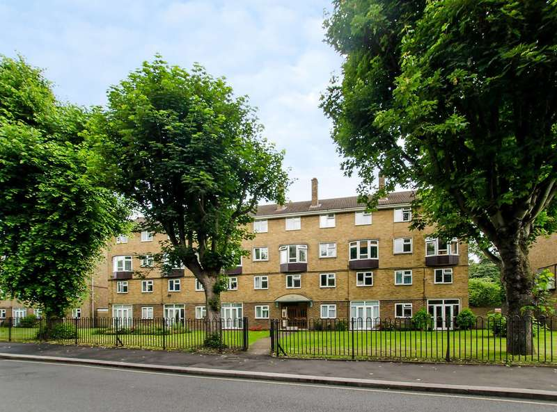 3 Bedrooms Flat for sale in Spencer Park, Spencer Park, SW18