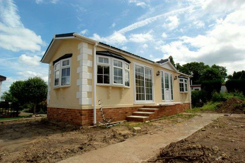 2 Bedrooms Detached Bungalow for sale in Old Bridge Road, Bournemouth
