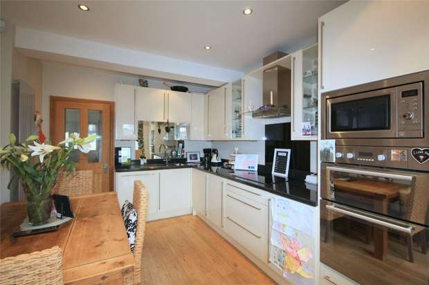 3 Bedrooms Semi Detached Bungalow for sale in Hamilton Road, Feltham, Middlesex