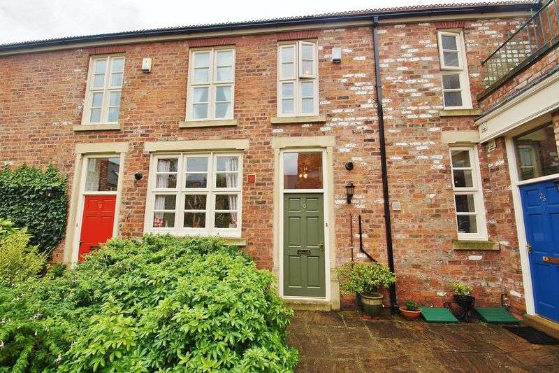 2 Bedrooms Terraced House for sale in The Court Promenade, Southport