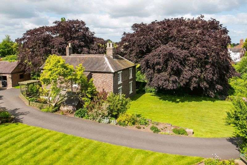 4 Bedrooms Detached House for sale in New Road, Wrinehill, Nr Betley