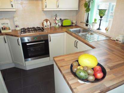 2 Bedrooms End Of Terrace House for sale in Lower Croft Street, Earby, Barnoldswick, Lancashire, BB18