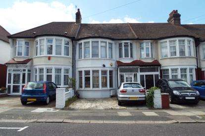 3 Bedrooms Terraced House for sale in Berkshire Gardens, Palmers Green, London