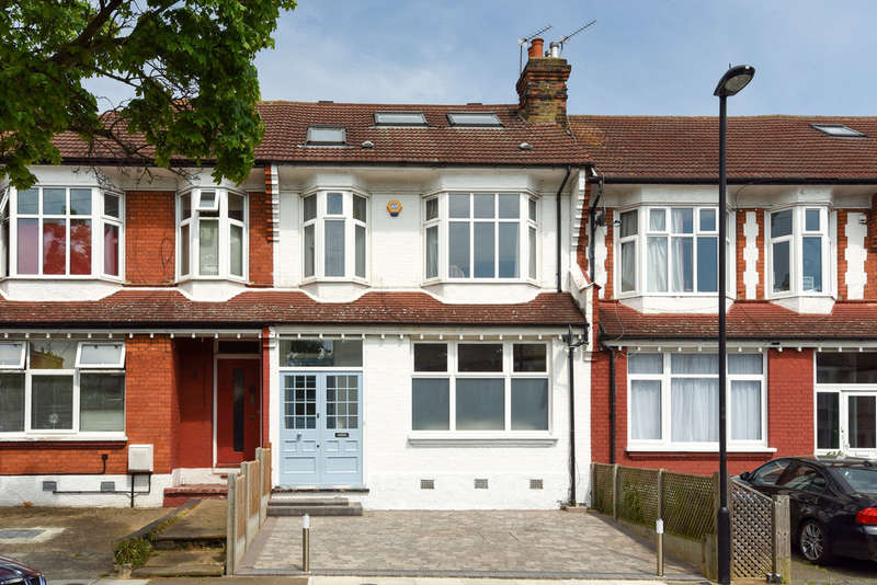 4 Bedrooms Terraced House for sale in The Crest, London