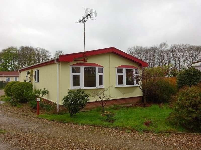 2 Bedrooms Detached Bungalow for sale in Burgh Hall Park, Fleggburgh