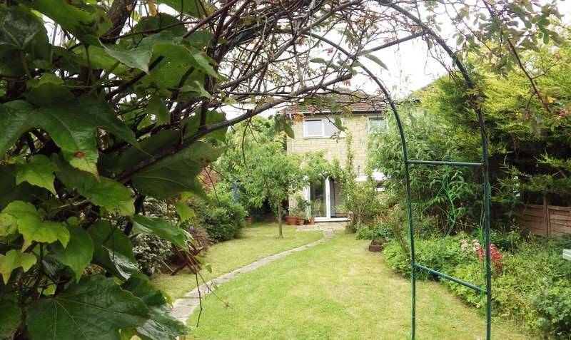 3 Bedrooms End Of Terrace House for sale in Stratton Heights, Stratton, Cirencester