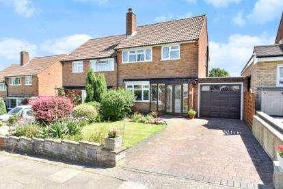 3 Bedrooms Semi Detached House for sale in Sandhurst Road, Orpington