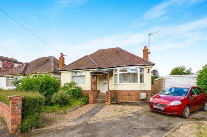 2 Bedrooms Bungalow for sale in Eldean Road, Northampton, Northamptonshire