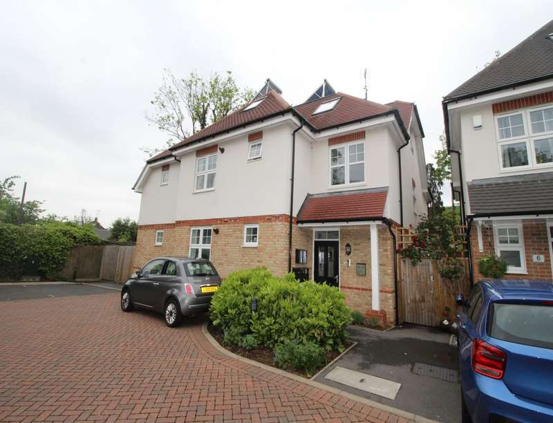 2 Bedrooms Flat for sale in Andrews Gate, Shepperton, TW17
