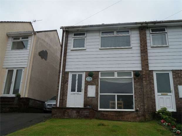3 Bedrooms Semi Detached House for sale in Chestnut Close, New Inn, PONTYPOOL