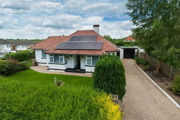 3 Bedrooms Detached Bungalow for sale in Josephine Avenue, Lower Kingswood, Tadworth, Surrey