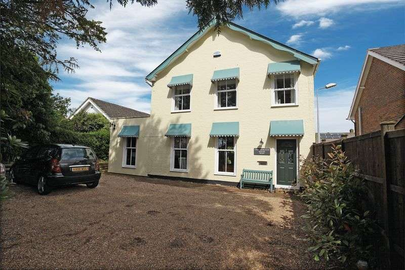4 Bedrooms Detached House for sale in Beacon Road, Crowborough, East Sussex
