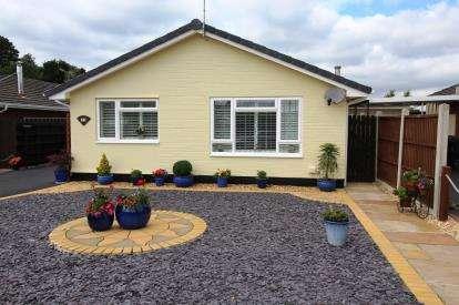 2 Bedrooms Bungalow for sale in West Moors, Ferndown, Dorset