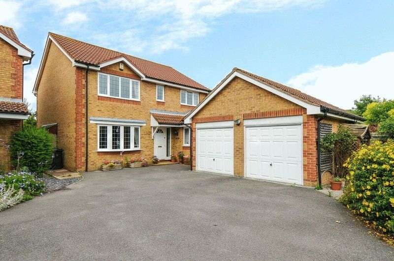 4 Bedrooms Detached House for sale in Hambrook Hill South, Chichester