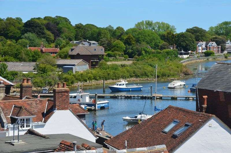 2 Bedrooms Terraced House for sale in Captains Row, Lymington