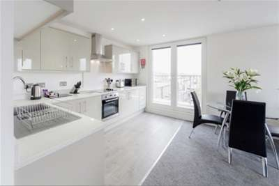 2 Bedrooms Flat for rent in Station Road, Egham, TW20