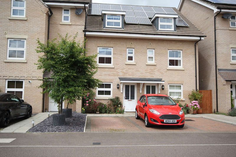 3 Bedrooms Town House for sale in Browning Close, Royston