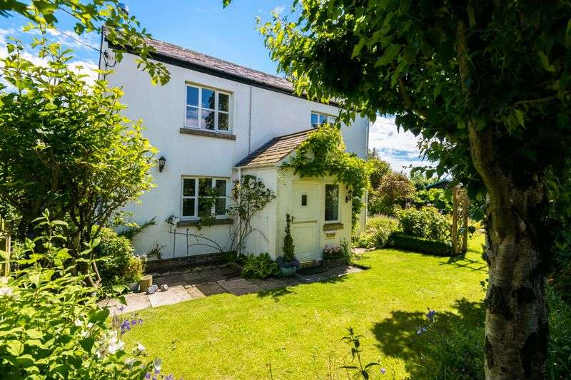 3 Bedrooms Detached House for sale in Narrow Lane, Clieves Hills, Ormskirk