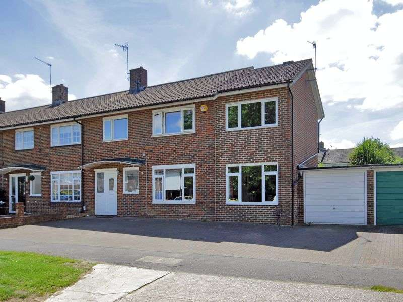 3 Bedrooms House for sale in Rother Crescent, Gossops Green, Crawley, West Sussex