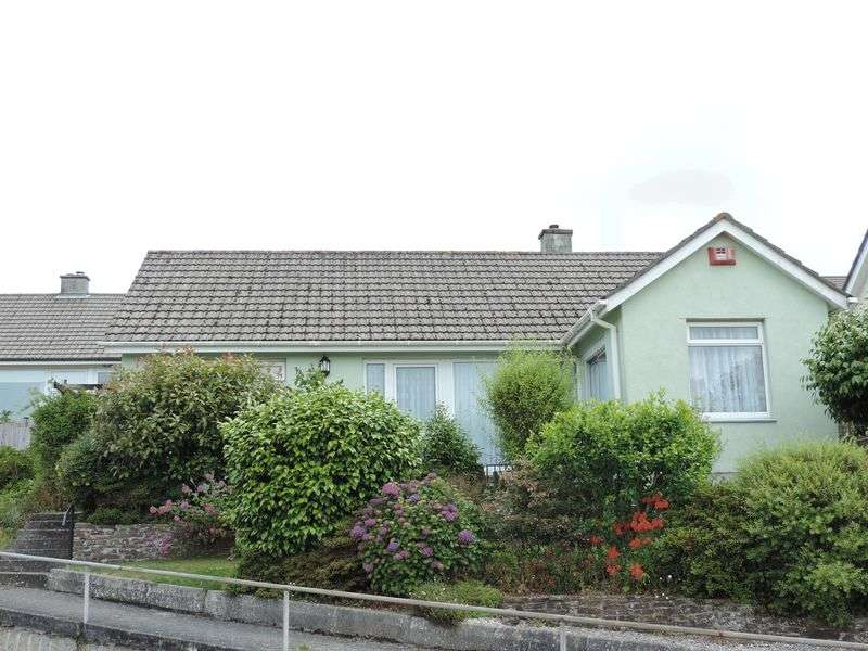 2 Bedrooms Detached Bungalow for sale in Upland Crescent, Truro