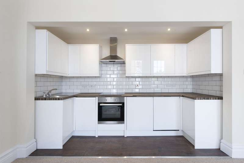 2 Bedrooms Flat for sale in St Johns Road, Battersea, London