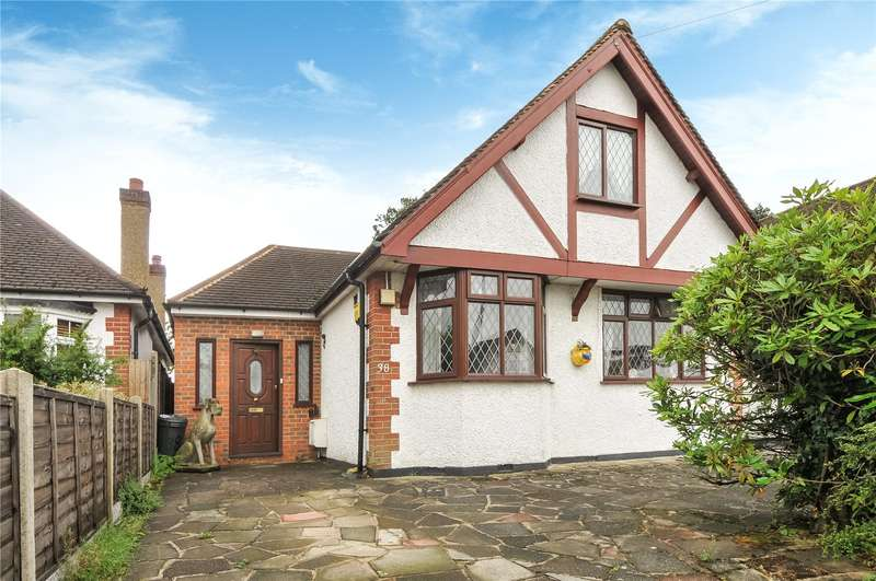 2 Bedrooms Bungalow for sale in Hill Rise, Ruislip, Middlesex, HA4