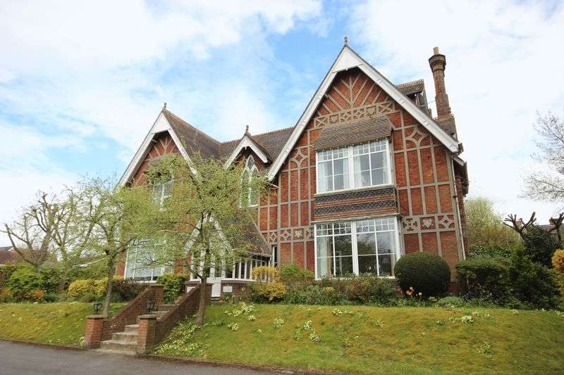 2 Bedrooms Flat for sale in ROUGEMONT CLOSE, SALISBURY, SP1