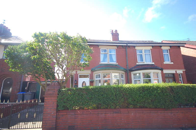 3 Bedrooms Semi Detached House for sale in Highbury Avenue, Blackpool
